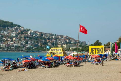 Rantaloma koronan aikaan: Turkissa koronatesti lentokentällä, hotelleissa karanteenihuoneet